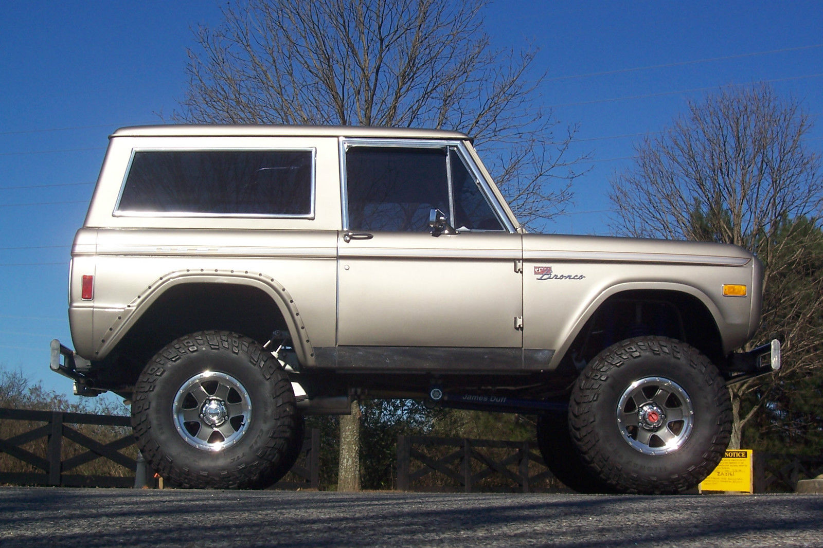 Top Notch 1977 Ford Bronco Classic Fully Restored Lifted