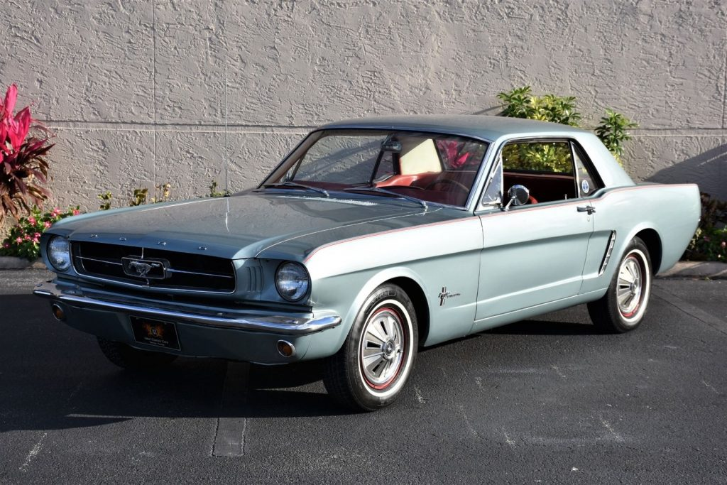CHARMING 1965 Ford Mustang Deluxe